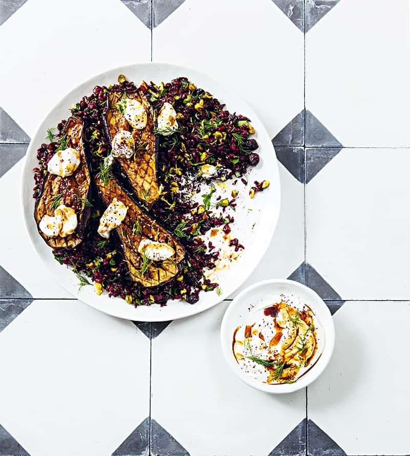 Schwarzer Reis und gebackene Aubergine