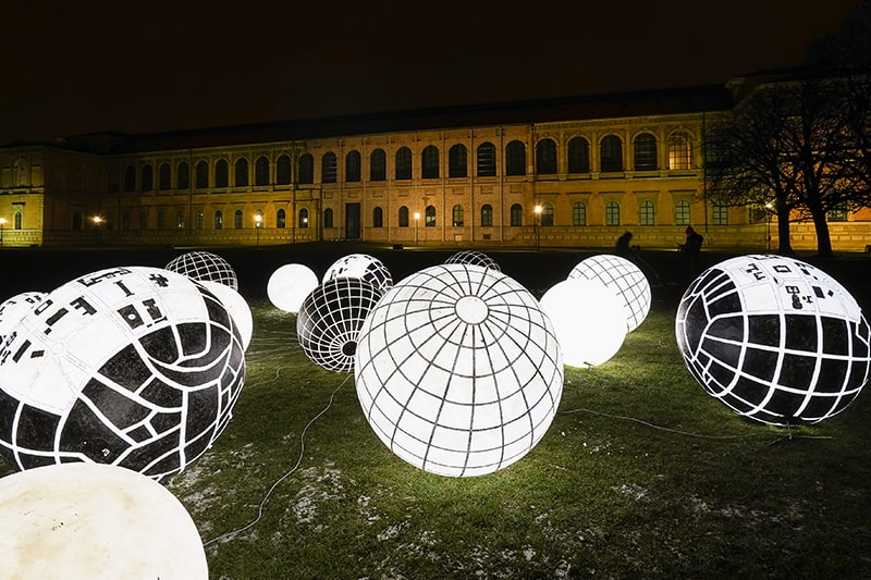 München Kunstareal Lichtaktion Lichtkugeln