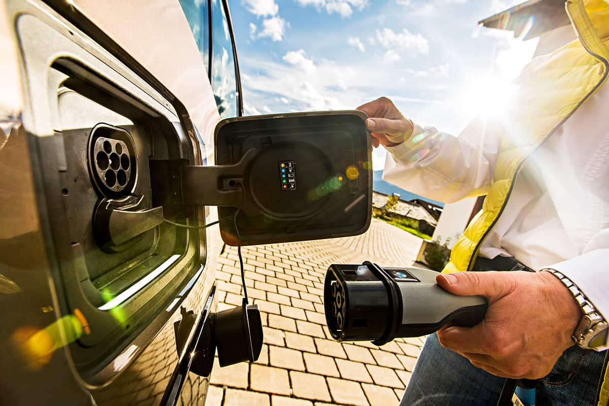 Deutsche Alpenstrasse auf Elektromobilität